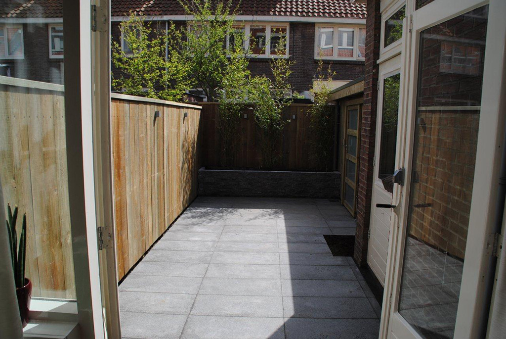 Keramische Tegels: aanleg strakke tuin in Utrecht
