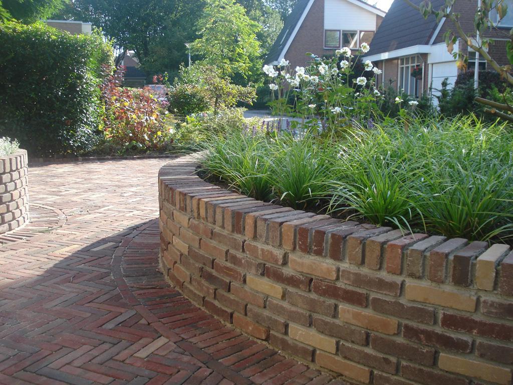 Keramische tegels tuinen met ronde vormen for Tuin aan laten leggen